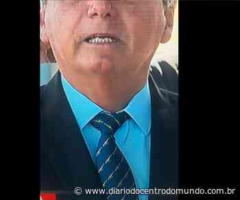 Em entrevista no Alvorada, Bolsonaro usa gravata com desenho de fuzil - Diário do Centro do Mundo