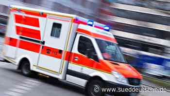 Auffahrunfall: Fahrerin von Kleinwagen schwer verletzt - Süddeutsche Zeitung