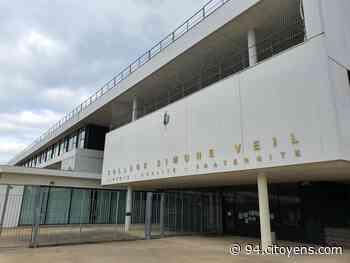 Manif contre une fermeture de classe au collège de Mandres-les-Roses - 94 Citoyens