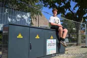 """Ruben (15) maakt kunstwerk op elektriciteitskast als eerbetoon aan overleden vriend Emiel (13): """"Het is mooie manier om hem te vereeuwigen"""""""