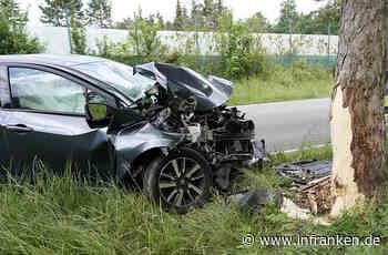 Schwerer Unfall zwischen Feucht und Nürnberg: Auto kracht gegen Baum - inFranken.de