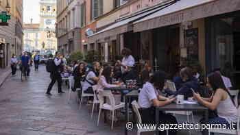Via Farini, l'aperitivo è senza assembramenti - Gazzetta di Parma
