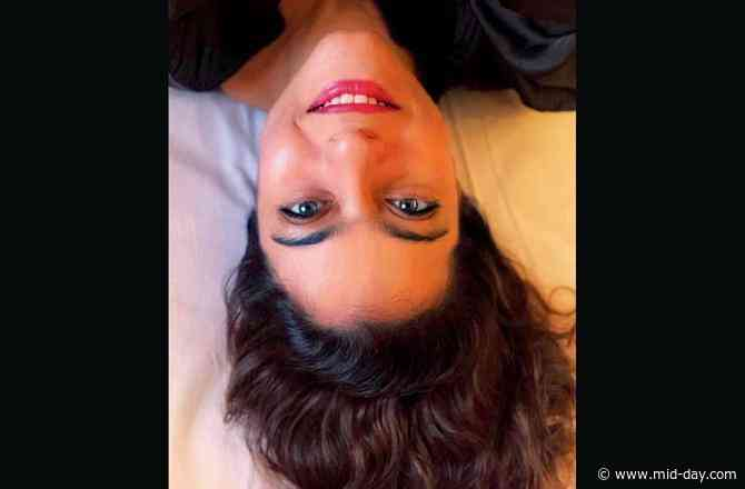 Kajol posts an upside-down selfie; asks if there's a right way to do it!