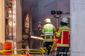 Werkstattbrand in Stutensee beschädigt Oldtimer: Gesamtschaden liegt bei rund einer halben Million Euro - Baden-Württemberg - Pforzheimer Zeitung