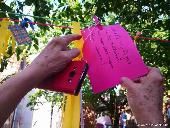 Buren hangen hun wensen in de boom