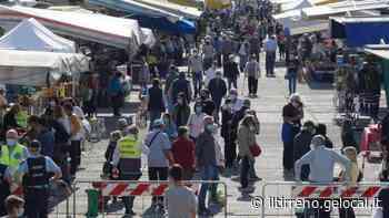 Mercato di Pontedera promosso, tanta gente ma scongiurati gli assembramenti - Il Tirreno