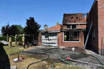 """Huis deels verwoest door brand: """"Gelukkig waaide de wind uit de juiste richting"""""""