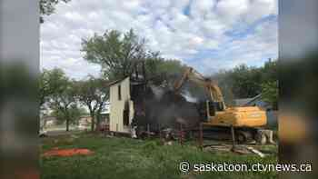 Boarded-up Saskatoon home torn down ahead of schedule after another fire