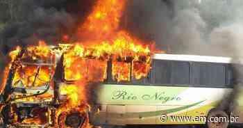 Ônibus pega fogo na BR-040 em Conselheiro Lafaiete - Estado de Minas