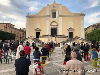 """Cerreto Sannita, Mons. Battaglia celebra in piazza la messa crismale: """"Si apra il tempo della solidarietà"""" - anteprima24.it"""