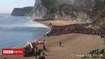 Durdle Door: Three seriously hurt 'jumping off cliff into sea'