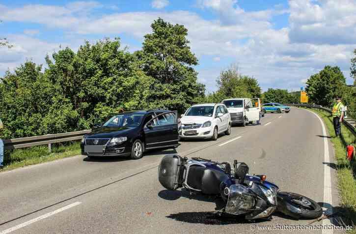 Heftiger Unfall bei Renningen - Biker schwer verletzt – B295 zwei Stunden gesperrt - Stuttgarter Nachrichten