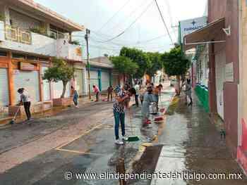 Comerciantes y ayuntamiento de Mixquiahuala sanitizan calles - Independiente de Hidalgo
