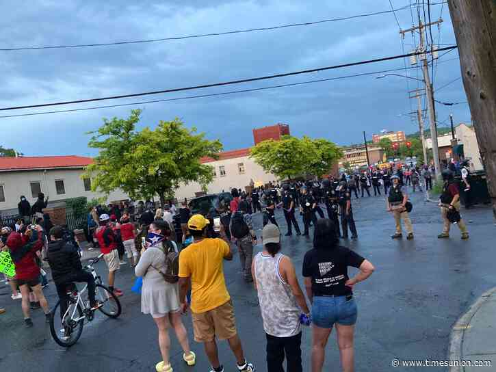 Protesters, police clash at Albany police station