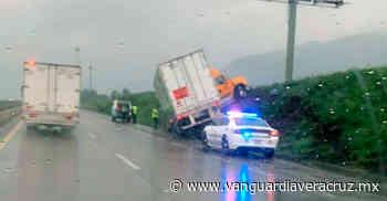 Tráiler se estrella contra terraplén en la autopista Veracruz-Orizaba - Vanguardia de Veracruz