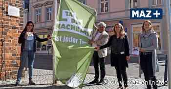 Aktion auf dem Markt - Wittstock zeigt Flagge zum Tag der Nachbarn - Märkische Allgemeine