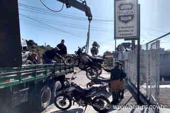 Segurança retira veículos do pátio da Delegacia de Piraquara - Agência Estadual de Notícias do Estado do Paraná
