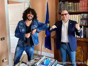 Francesco Renga, video sul lungolago. Il sindaco: «Sarnico riparte» - Corriere Bergamo - Corriere della Sera