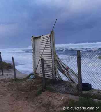 Ressaca marítima derruba três postos de Guarda-Vidas em Arraial do Cabo - Clique Diário
