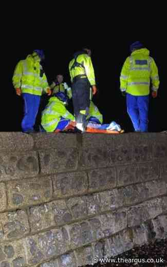 Man hospitalised after slipping on Brighton Beach groyne