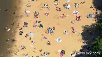 Coronavirus: People enjoy the sunshine in the South East - Sky News