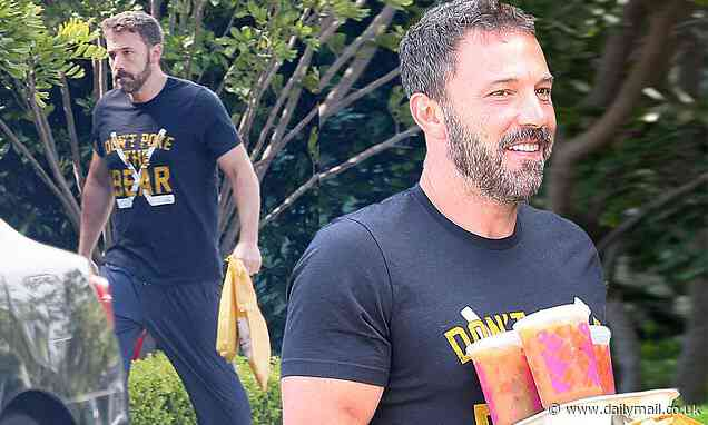 Ben Affleck smiles as he gets breakfast delivered from Dunkin' Donuts during quarantine - Daily Mail