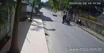 Vídeo: câmera registra dupla praticando assaltos em sequência no Santos Dumont - TNH1