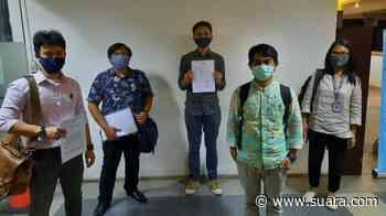 Ravio Patra Pertanyakan Surat Penangkapannya Usai Diciduk Polisi di Trotoar - Suara.com