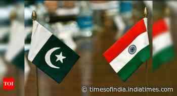 India expels two Pakistani envoys on charges of espionage
