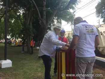 Alcalde municipal de Dajabón instala zafacones ecológicos en sus primeros 100 días de gestión - El Masacre