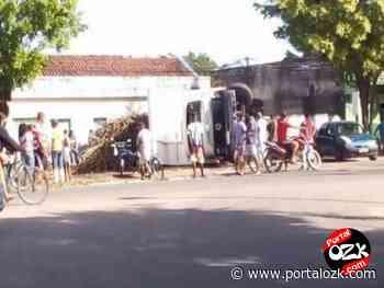 Caminhão carregado de cana tomba em Travessão de Campos - Portalozk.com