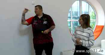 Darts Profi Kai Gotthardt in einer kurzen Trainingssession - SPORT1