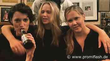 Amy Schumer und Jennifer Lawrence feiern in New Yorker Pub - Promiflash.de