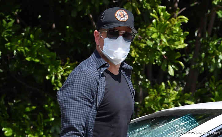 Matt Damon Heads Home After Visiting Pal Ben Affleck