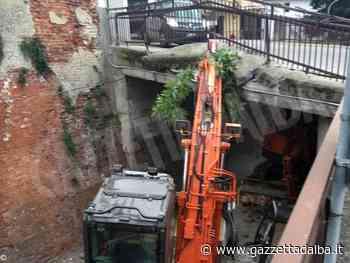 Un mezzo pesante urta il ponte di via Alba a Sommariva Perno. Traffico deviato - http://gazzettadalba.it/