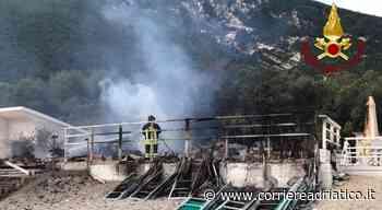 Alba di fuoco a Portonovo: lo chalet di Bonetti ridotto in cenere. Indagini sulle cause - Corriere Adriatico