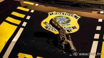 PRF prende três assaltantes de carga em Casimiro de Abreu - Super Rádio Tupi