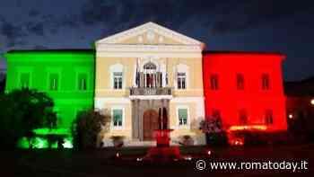 2 Giugno: Mattarella in visita allo Spallanzani illuminato con il Tricolore