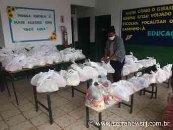 Cantagalo: Mais de 2 mil alunos recebem kits alimentares e kits pedagógicos - Serra News