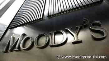 Moody#39;s downgrades India#39;s rating to BAA3, maintains negative outlook