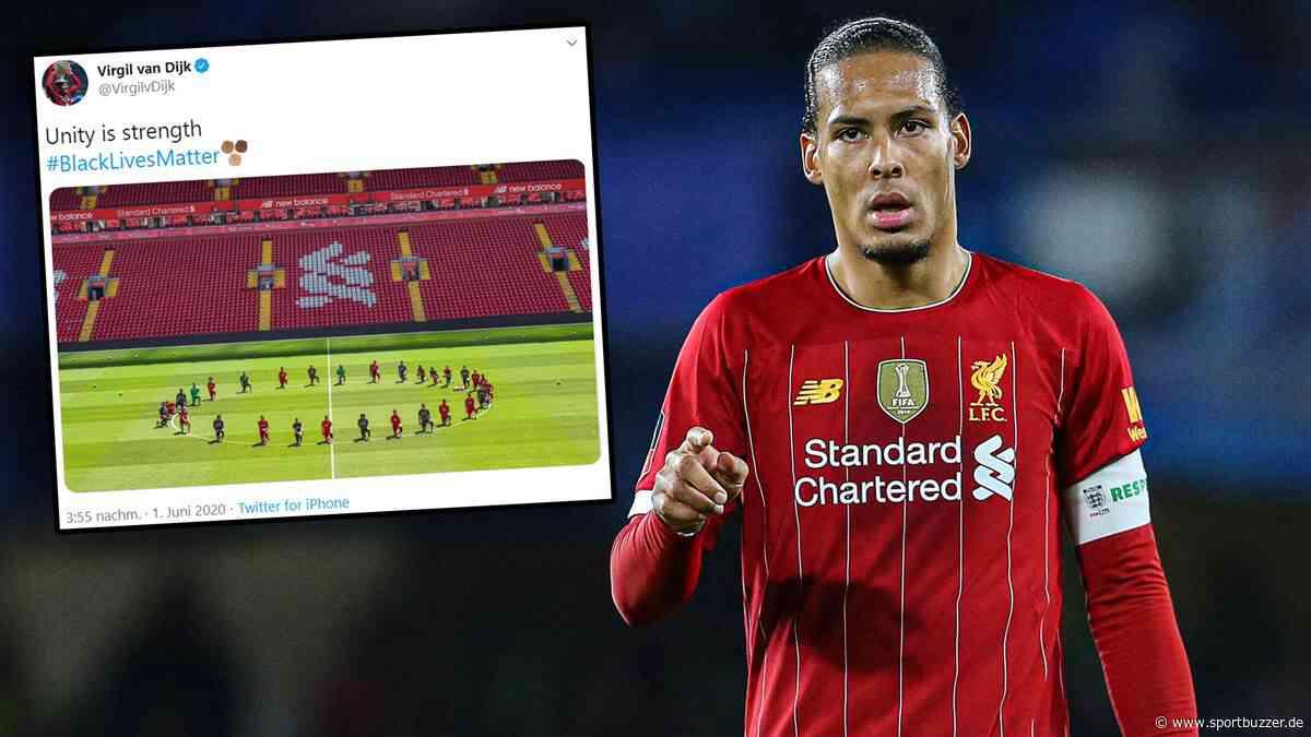 """""""Gemeinsam sind wir stark"""": Liverpool-Spieler senden Botschaft - Spieler knien auf Foto am Anstoßkreis - Sportbuzzer"""