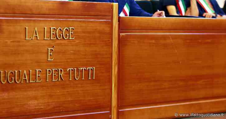 """Corruzione, avvocato (ed ex europarlamentare dell'Udeur) indagato: """"Soldi al giudice per far scarcerare 3 boss di 'ndrangheta"""""""