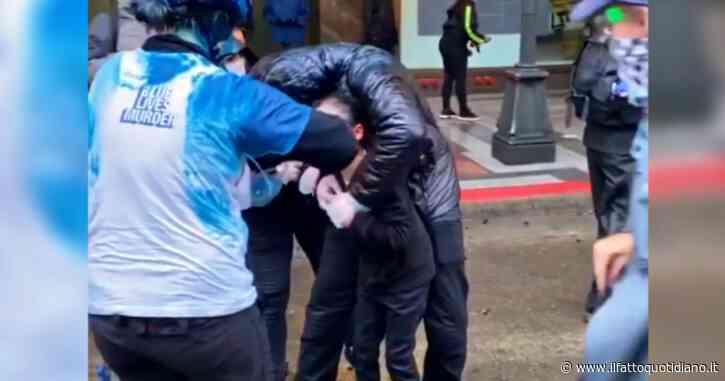 George Floyd, bambina colpita dallo spray al peperoncino: le proteste a Seattle