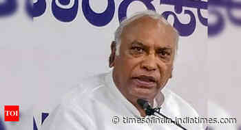 Mallikarjun Kharge accuses govt of creating man-made calamity amid Covid-19