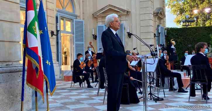 """2 giugno, Mattarella: """"Come nel 1946 i partiti superino divisioni, unità morale viene prima della politica. Ora le istituzioni siano all'altezza del dolore degli italiani. Non siamo soli, l'Europa ha ritrovato il suo spirito"""""""
