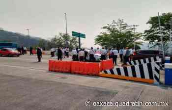 Toman en Guerrero caseta de cobro en Huitzuco; piden ayuda económica - Quadratín Oaxaca