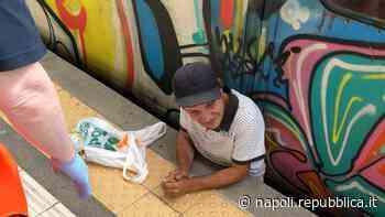 Napoli, Circumvesuviana: passeggero resta incastrato tra la banchina e il treno - La Repubblica