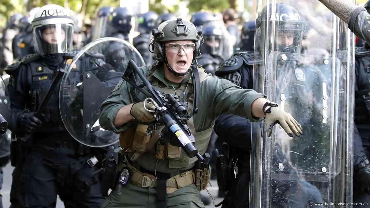'Like a war zone': White House surrounded - Ballina Shire Advocate