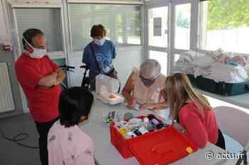 Yvelines. Les Clayes-sous-Bois : ils fabriquent des masques en tissu pour les plus fragiles - actu.fr