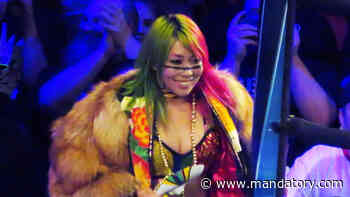 Charlotte Flair vs. Asuka Gets Disappointing Ending, Nia Jax Shows Her Cosplay Skills